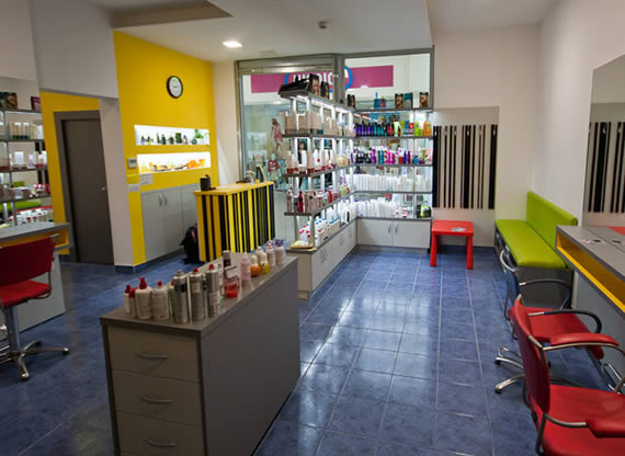 Frizerski salon SIMPLE - Vrhnika Spar center
